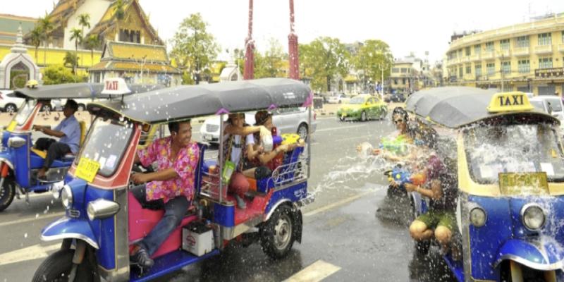 東南アジアの文化【水かけ祭り】